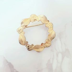 Vintage Wreath Gold Tone Circle Brooch